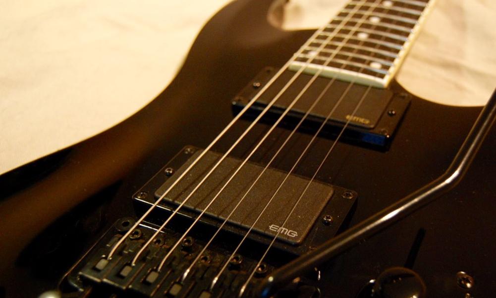 TEST: Gitara elektryczna Dean Custom 550 Floyd