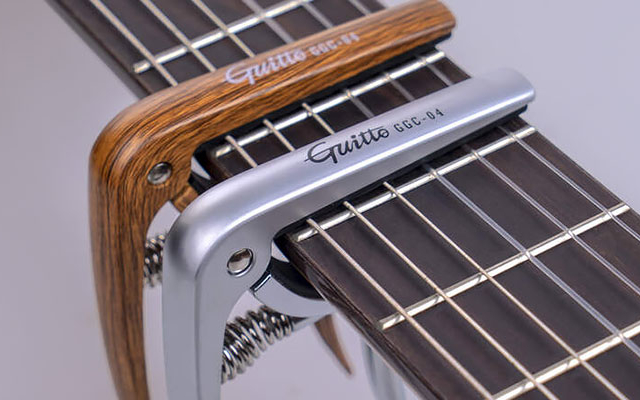 Guitto GGC-04 – kapodaster dla gitarzystów klasycznych
